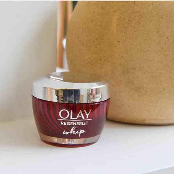 Olay空气霜白瓶和红瓶的区别