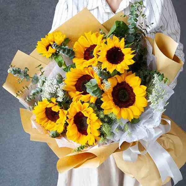 高考结束应该送什么花给孩子 谢师宴感谢老师的话感恩词简短get