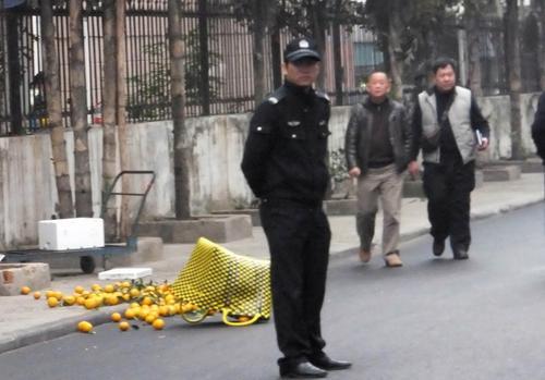 南宁男子当街行凶致1死1伤 夫妻凶杀案背后到底有何隐情