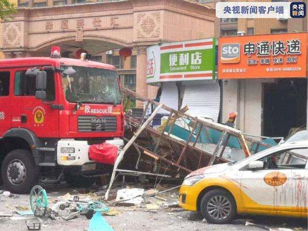 沈阳一门市发生爆炸有消防员受伤【多图】