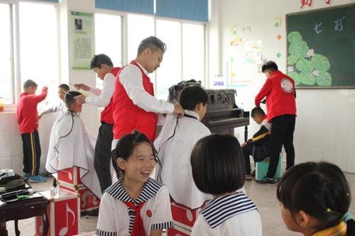 老师回应家长校门口给孩子剪发,学校为什么要求学生剪短发-第3张图片-免单网