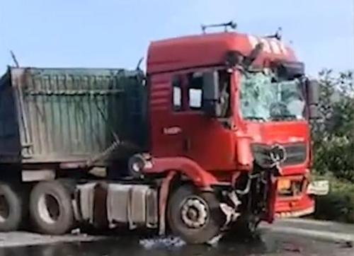 河北承德一公交车与货车相撞,两车相撞怎么划分责任-第1张图片-免单网