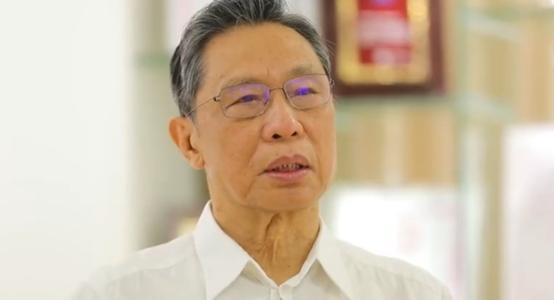 钟南山哽咽说什么都压不倒中国人-钟南山爷爷抗议英雄的故事