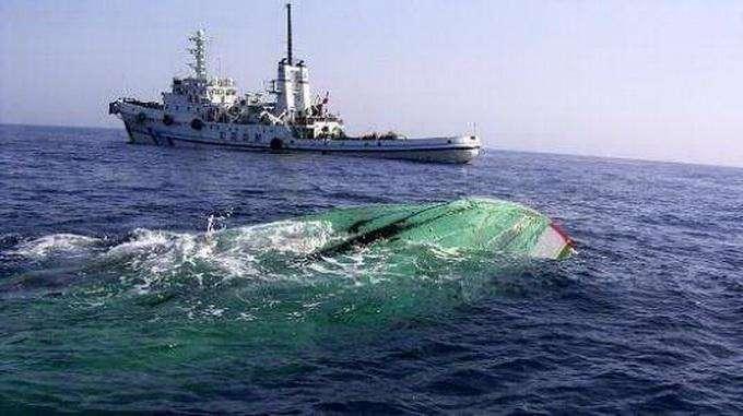 福建一渔船触礁4人遇难4人失联