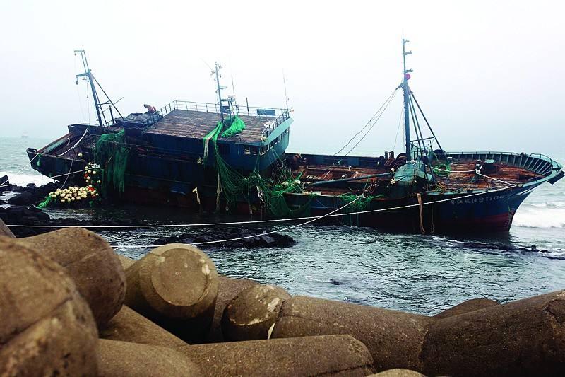 福建一渔船触礁:4人遇难4人失联