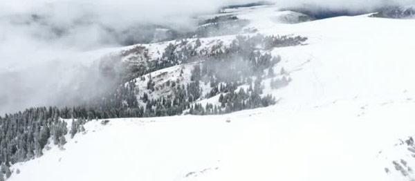 新疆昭苏迎首场秋雪,为什么秋天也会下雪