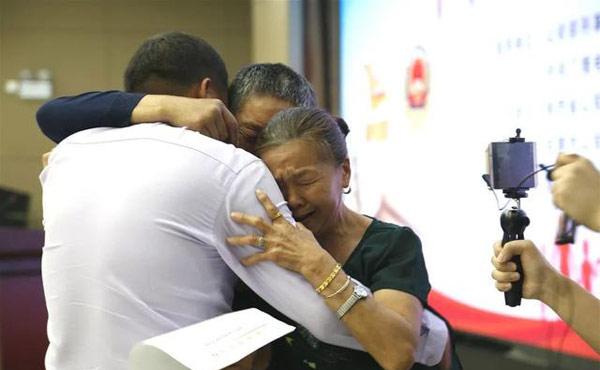 54岁母亲一眼认出被拐26年儿子,男子被拐26年终认亲-第2张图片-免单网