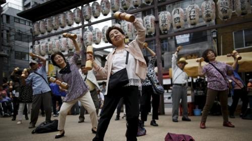 日本65岁以上就业人数创历史新高