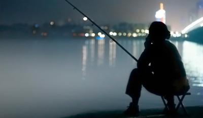 深秋晚上钓鱼深水还是浅水,深秋晚上钓鱼没有口怎么办-第1张图片-免单网