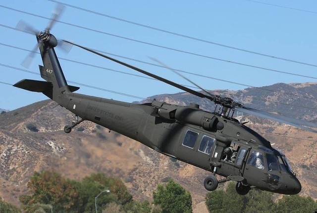 日本自卫队一黑鹰直升机发生故障,日本一黑鹰直升机迫降高中校园-第2张图片-免单网