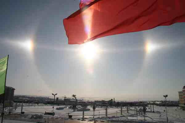 黑龙江漠河上空出现三个太阳