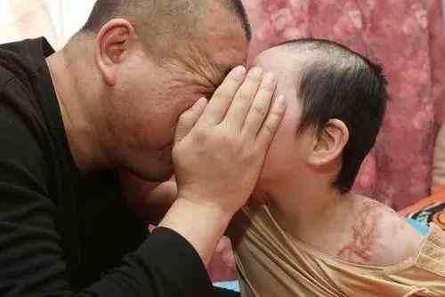 热文:被虐女童父亲望严惩前妻
