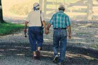 【道相看】89岁丈夫与84岁妻子离婚:钱全给她