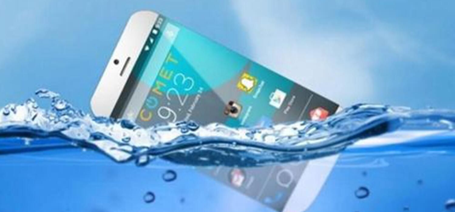 绝不再忍!手机掉进水里后怎办,正确的答案应该这样做