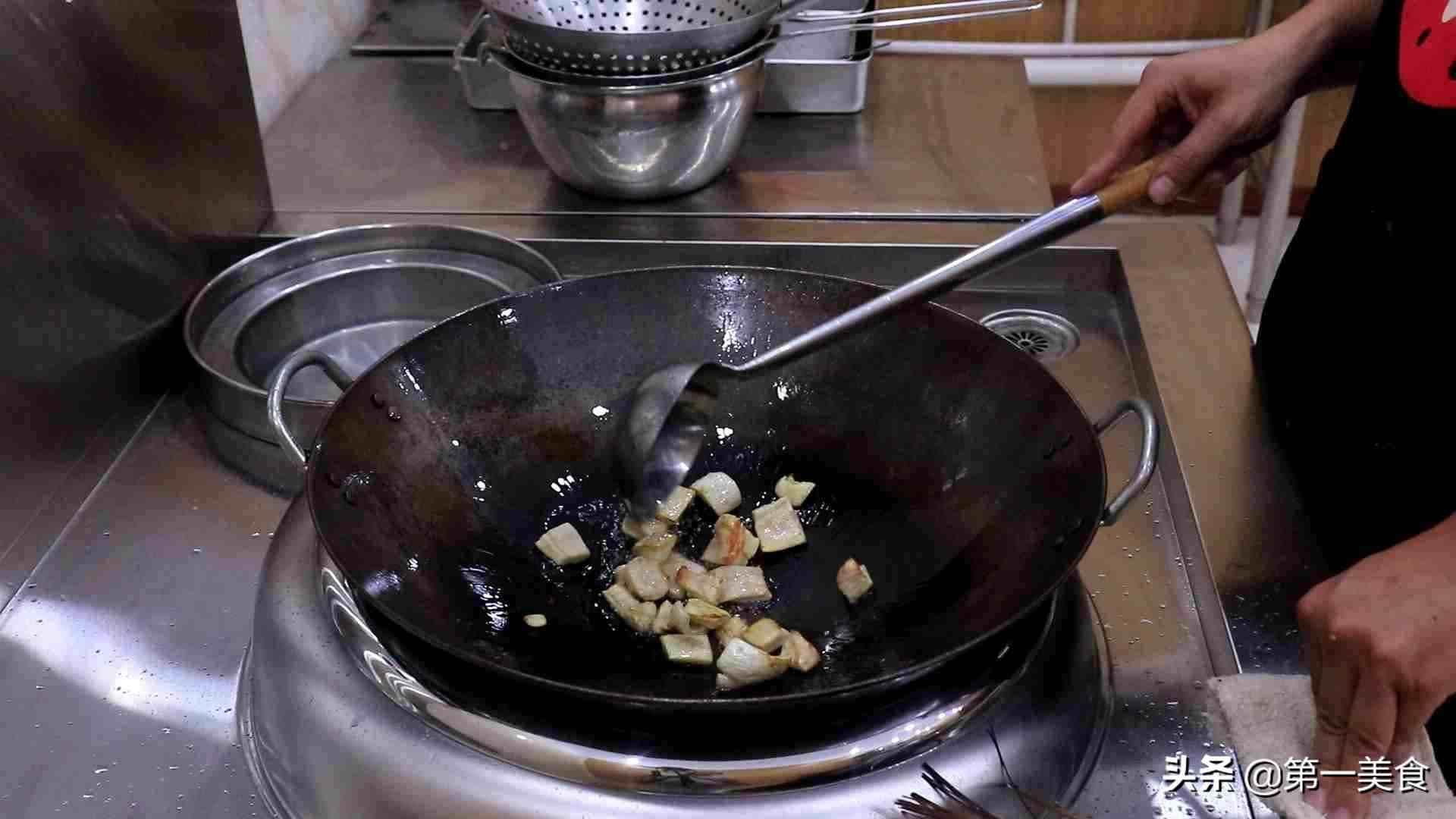 炸酱面怎么做更好吃?炸酱是关键,厨师长详细讲解酱汁熬制秘方