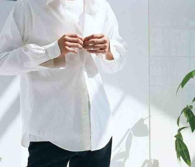 衣服发黄怎么洗白(几个清洗小技巧,让衣服再次白亮亮)