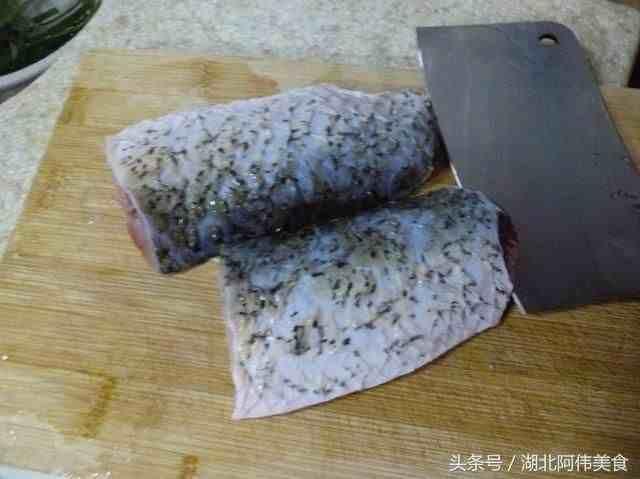 一般的鱼怎么改刀?饭店大厨教你几点技巧,保证切的鱼好看花样多