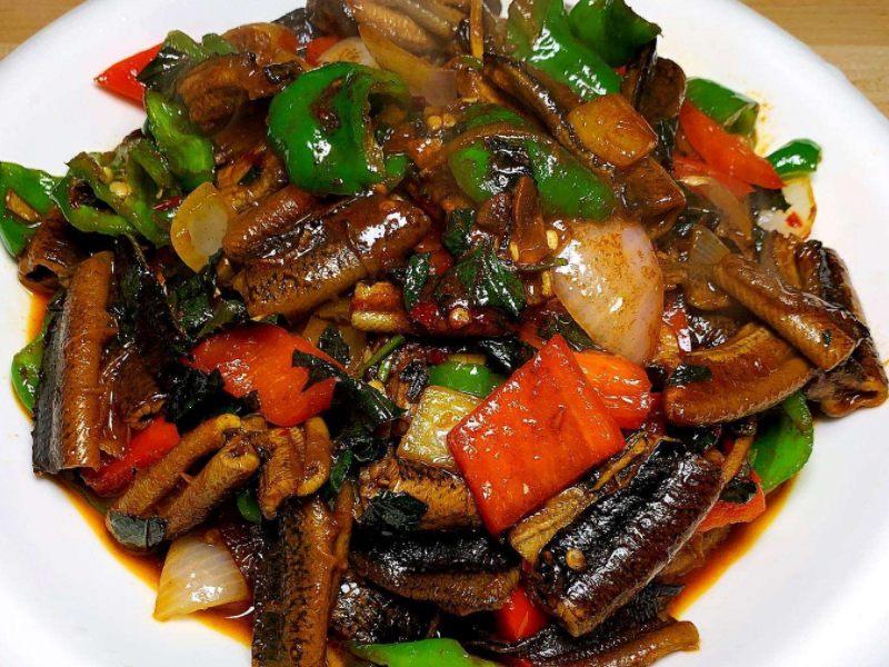 黄鳝的正确做法,记住这两步,鳝鱼滑嫩鲜美又健康,两条都不够吃