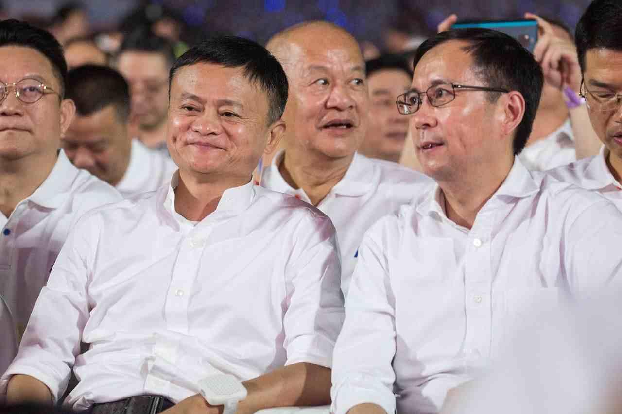马云高调退休,接班他的人为什么是张勇?