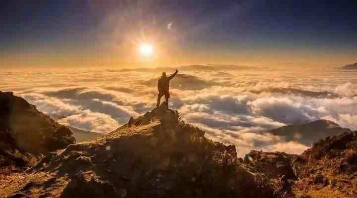 什么是日神精神?它与杜甫理性情怀所共鸣——直面苦难,勇敢生活