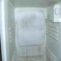 冰箱保鲜室结冰(冰箱冷藏室结冰太烦人,解决起来却不难)