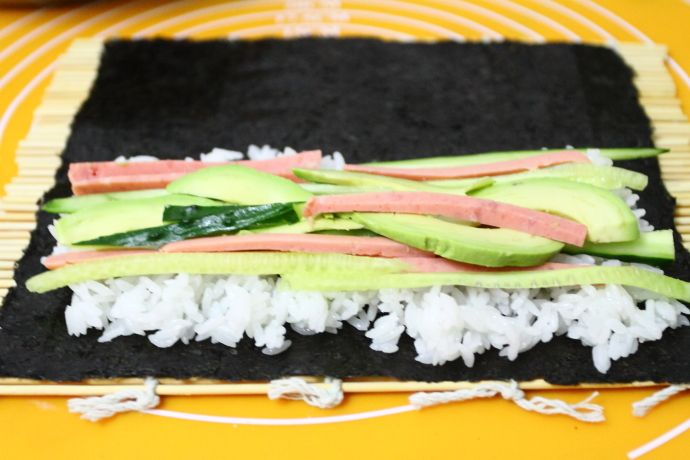 自己在家轻松做寿司卷