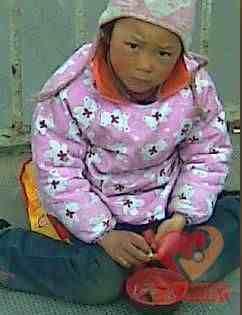 网友实拍!那些街头被迫卖艺乞讨的孩子们!等待亲生父母来解救!