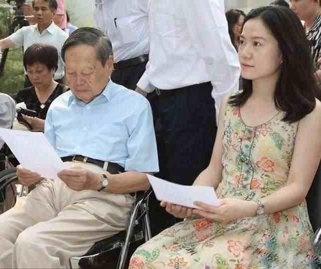 97岁杨振宁又有了孩子?杨教授高情商否认,16年来无视外界声音