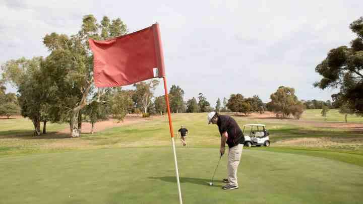 全面分析:打一年高尔夫球,最少需要花多少钱?