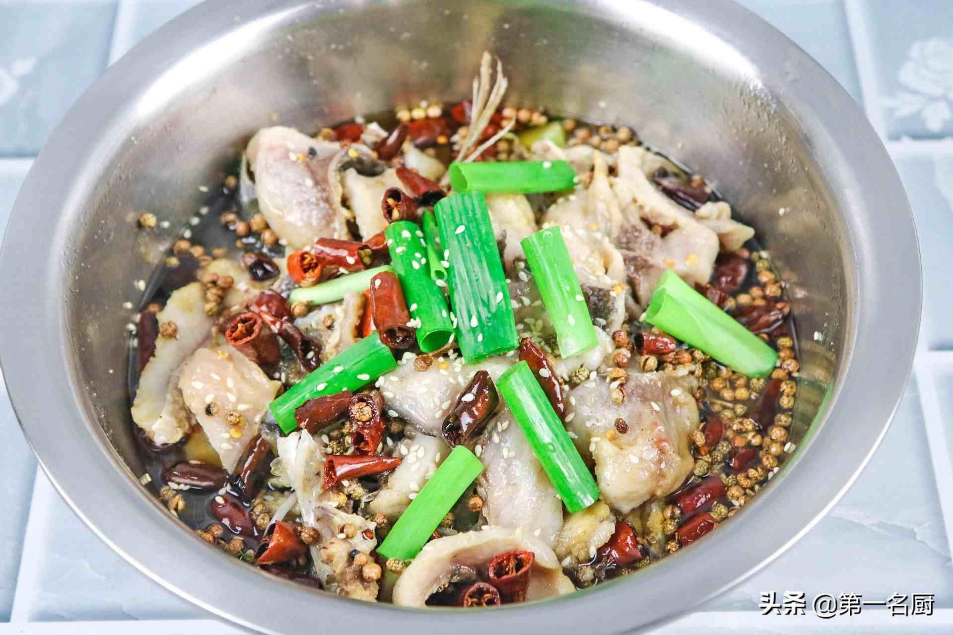 这才是沸腾鱼简单又好吃的做法,鱼肉鲜嫩,香辣开胃,越吃越过瘾