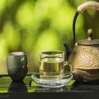 喝绿茶功效呢(常喝绿茶的9种好处以及可能出现的副作用)