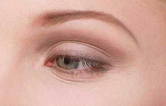 怎样祛除眼部皱纹(去眼部皱纹的方法)