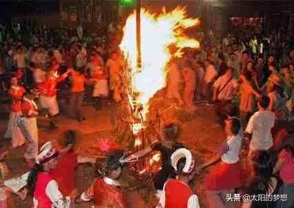 火烧松明楼——白族火把节的来由