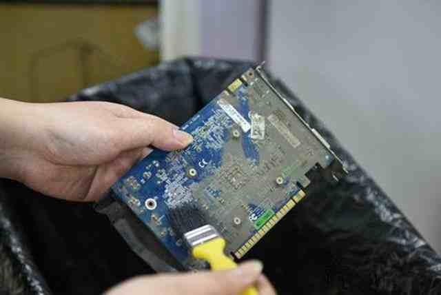 电脑显卡花屏怎么办?电脑独立显卡花屏的原因和解决方法