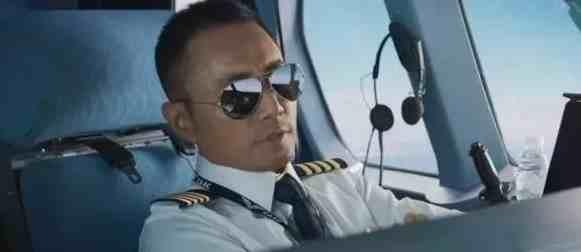 飞机机长收入到底有多高?机长晒出个人收入后,以为看花眼